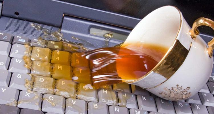 اقدامات لازم پس از ریختن مایعات روی لپ تاپ